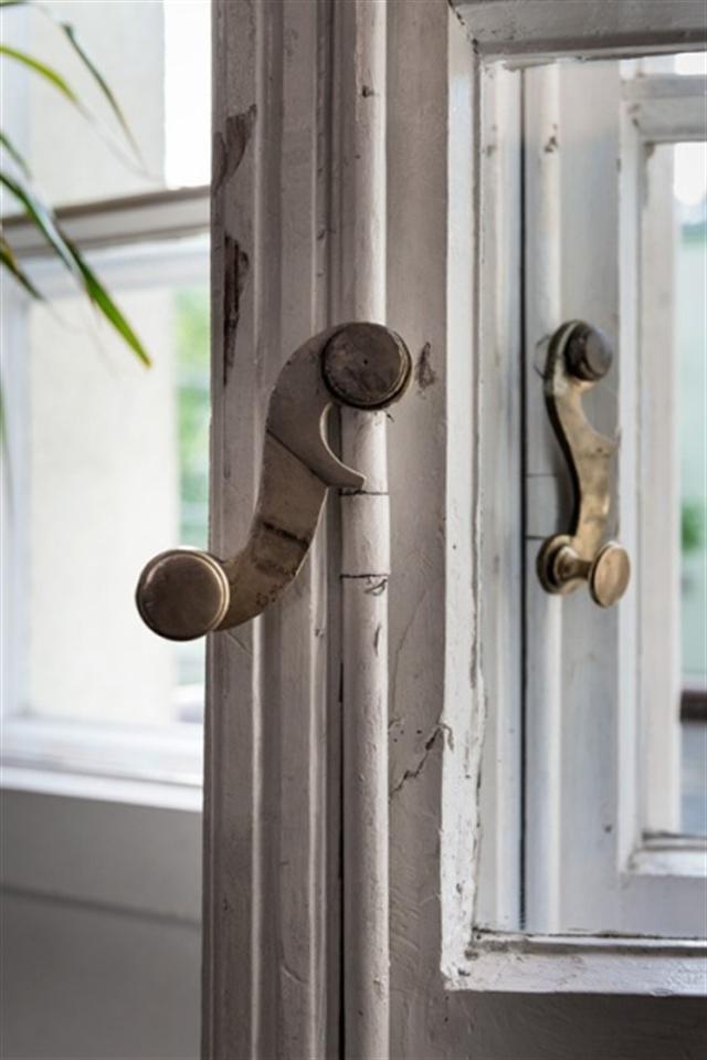 17a_okno_styl_skandynawski_biale_wnetrze_scandinavian_style_white_interior_design_shabby_window