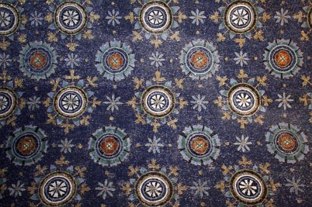 1_Ravenna_Mausoleum_of_Galla_Placidia_mosaic tiles sicis interior design history projektowanie wnetrz mozaika luksusowe kafelki
