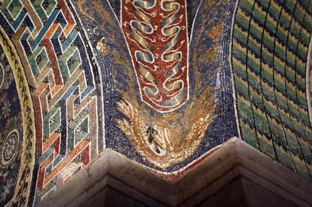 2_Ravenna_Mausoleum_of_Galla_Placidia_mosaic tiles sicis interior design history projektowanie wnetrz mozaika luksusowe kafelki