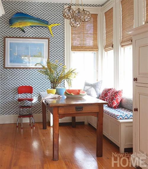 21 nautical interior seaside home style styl morski marynistyczny dom nad morzem blue red white trzy kolory niebieski bialy czerwony aranzacja wnetrz interior design marine livngroom decoration window seat