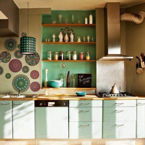 3 conceptuwall living room kitchen bedroom hall colorful apartment kolorowe mieszkanie kuchnia sypialnia marie claire maison french interior design projektowanie wnetrz niezwykle sciany i tapety francja