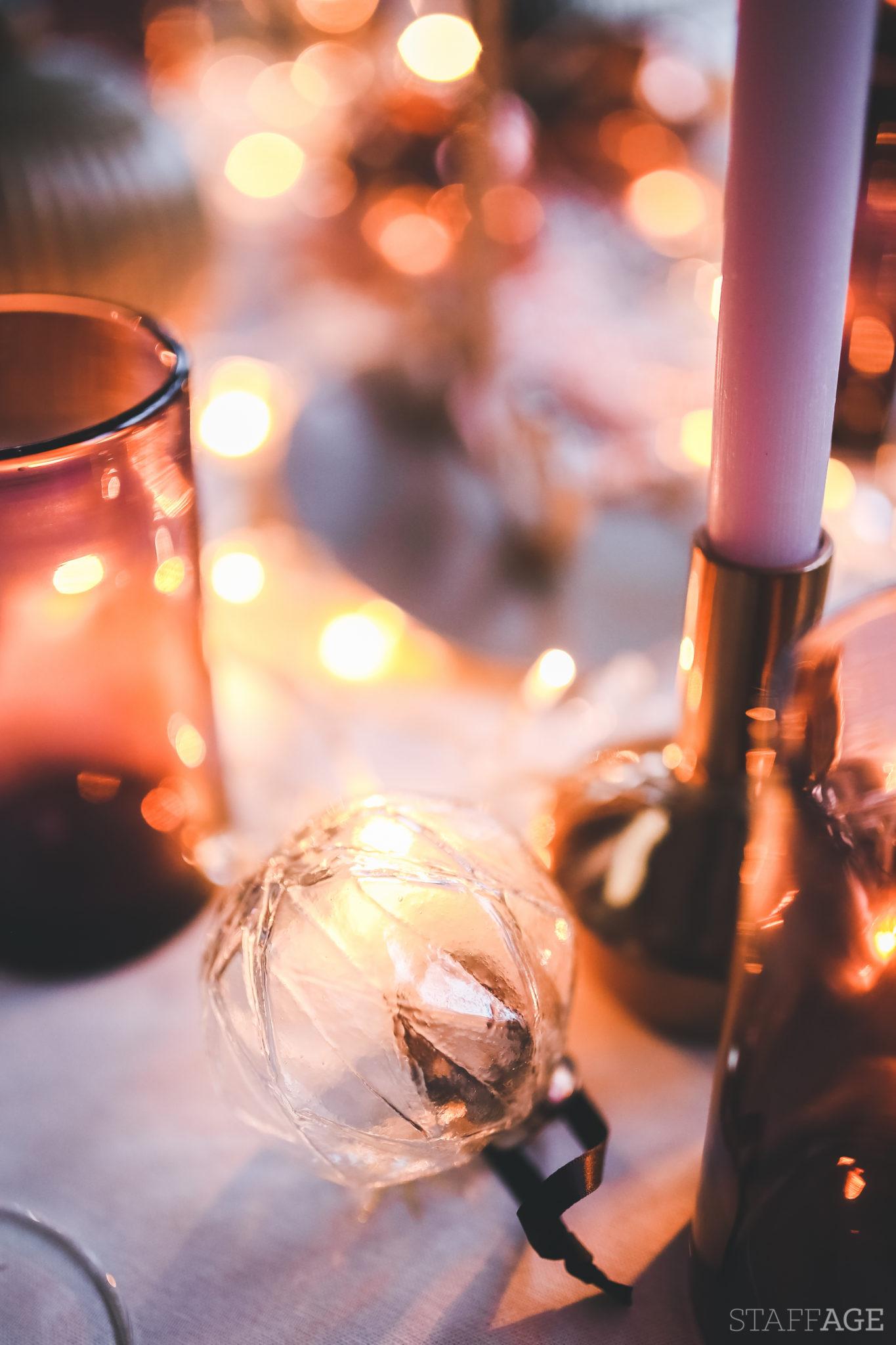 11 Staffagepl wigilijny stol pomysly na jadalnie swiateczne aranzacje chrstmas table settings ideas interior design winter flowers tableware