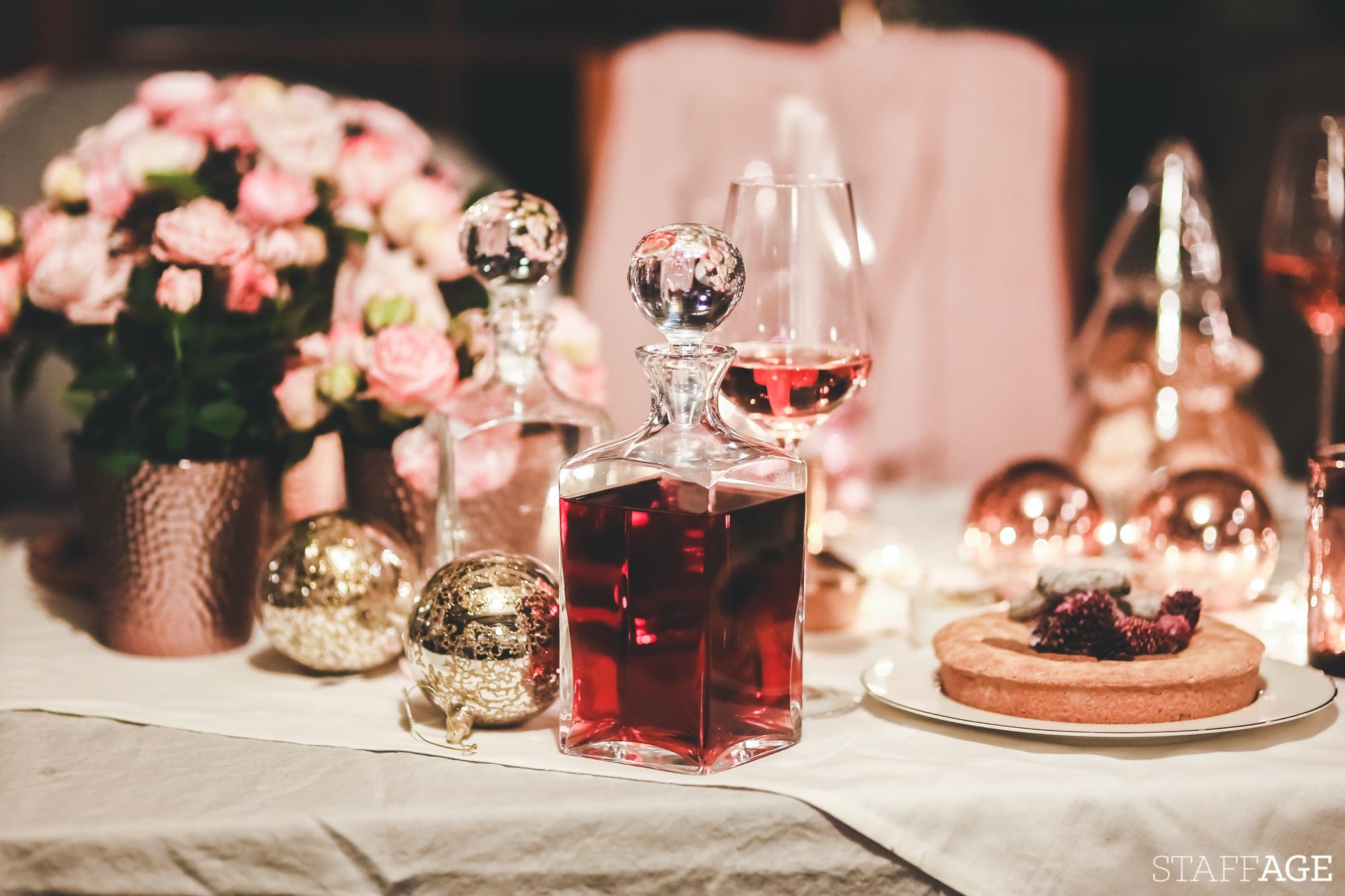14 Staffagepl wigilijny stol pomysly na jadalnie swiateczne aranzacje chrstmas table settings ideas interior design winter flowers tableware