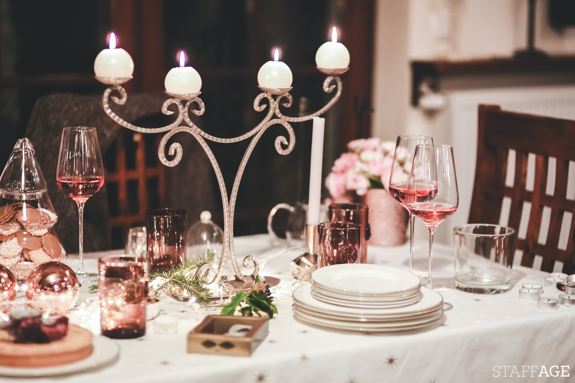 17 Staffagepl wigilijny stol pomysly na jadalnie swiateczne aranzacje chrstmas table settings ideas interior design winter flowers tableware