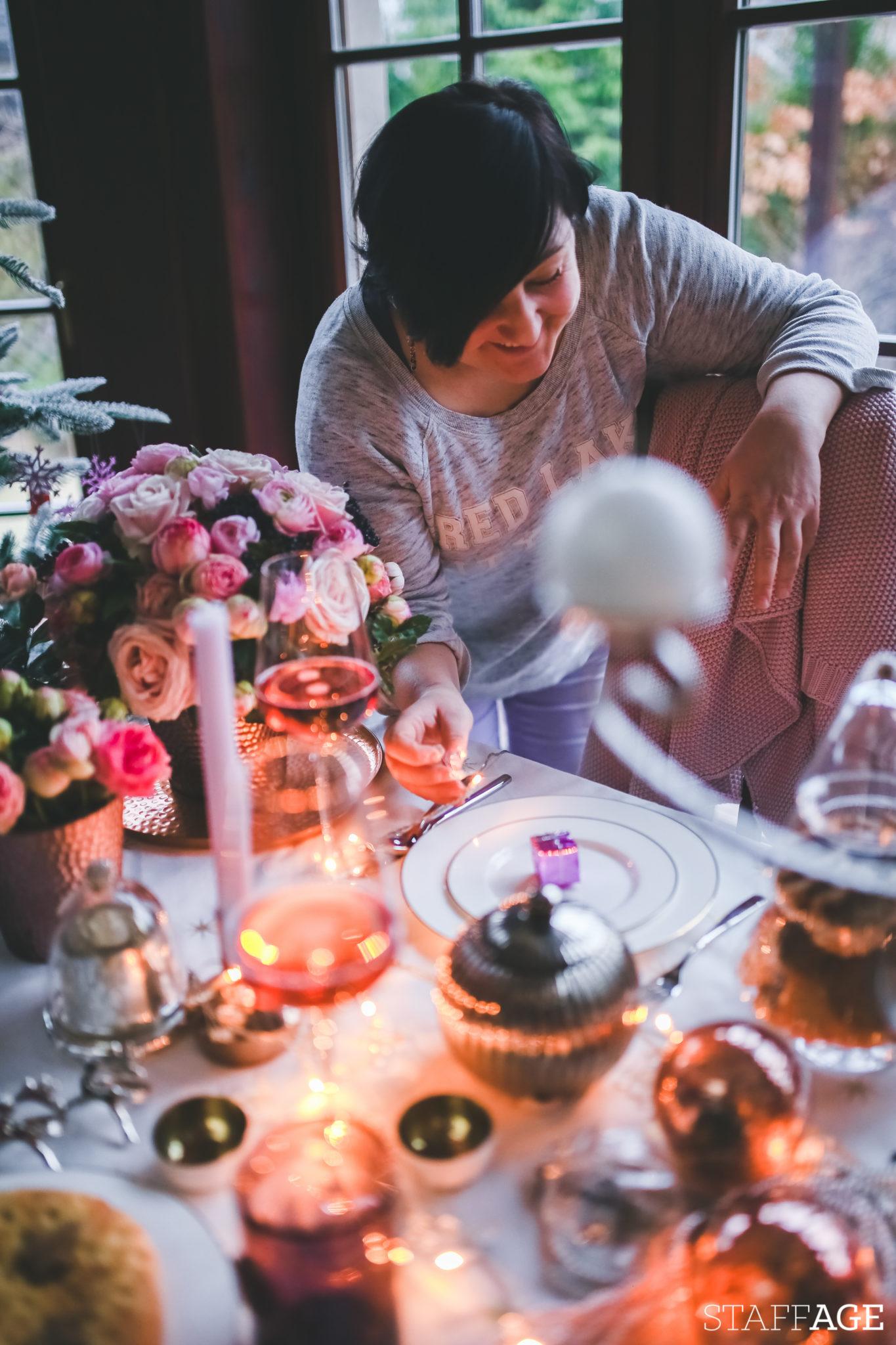 4 Staffagepl wigilijny stol pomysly na jadalnie swiateczne aranzacje chrstmas table settings ideas interior design winter flowers tableware