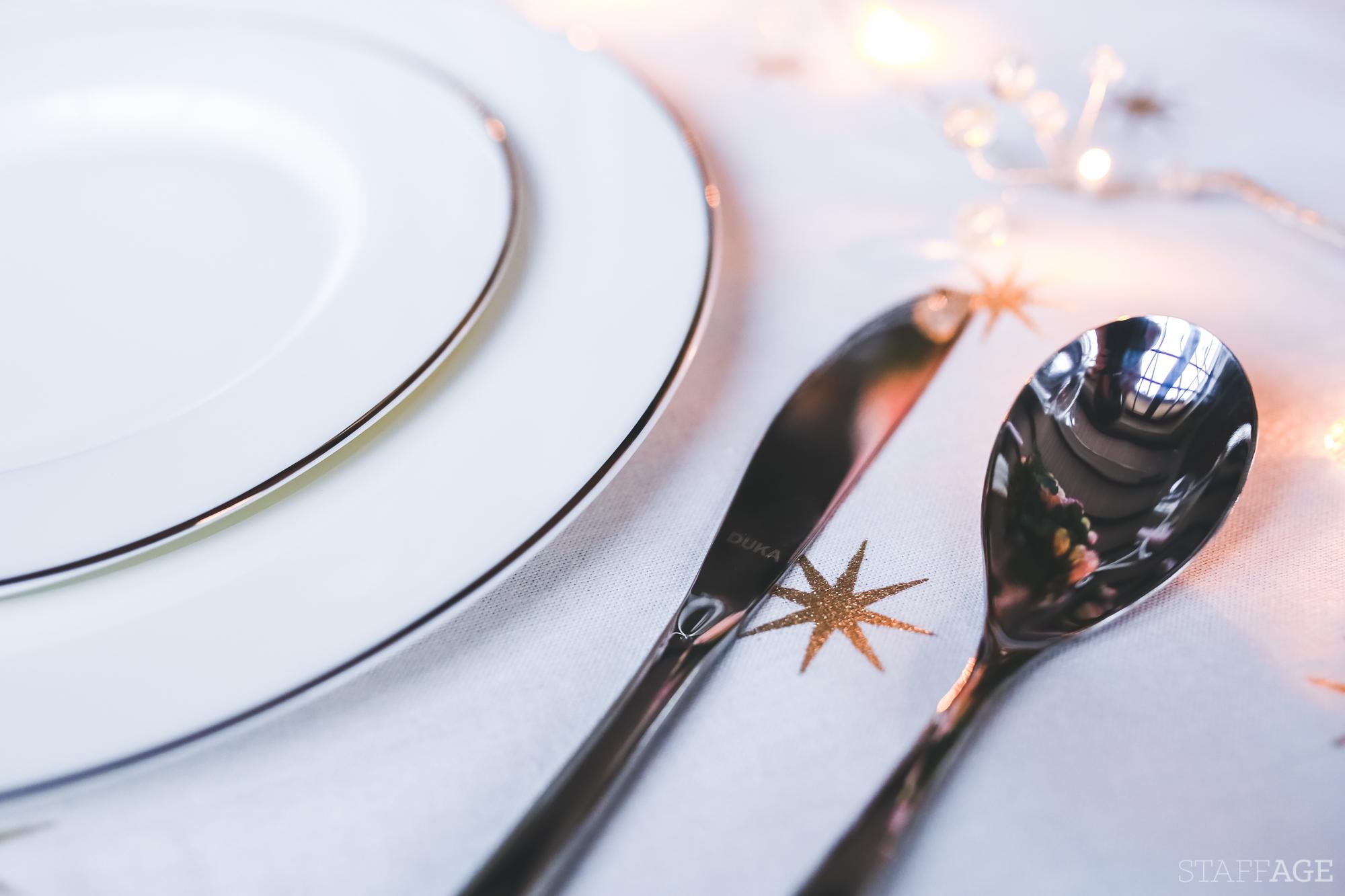 6 Staffagepl wigilijny stol pomysly na jadalnie swiateczne aranzacje chrstmas table settings ideas interior design winter flowers tableware