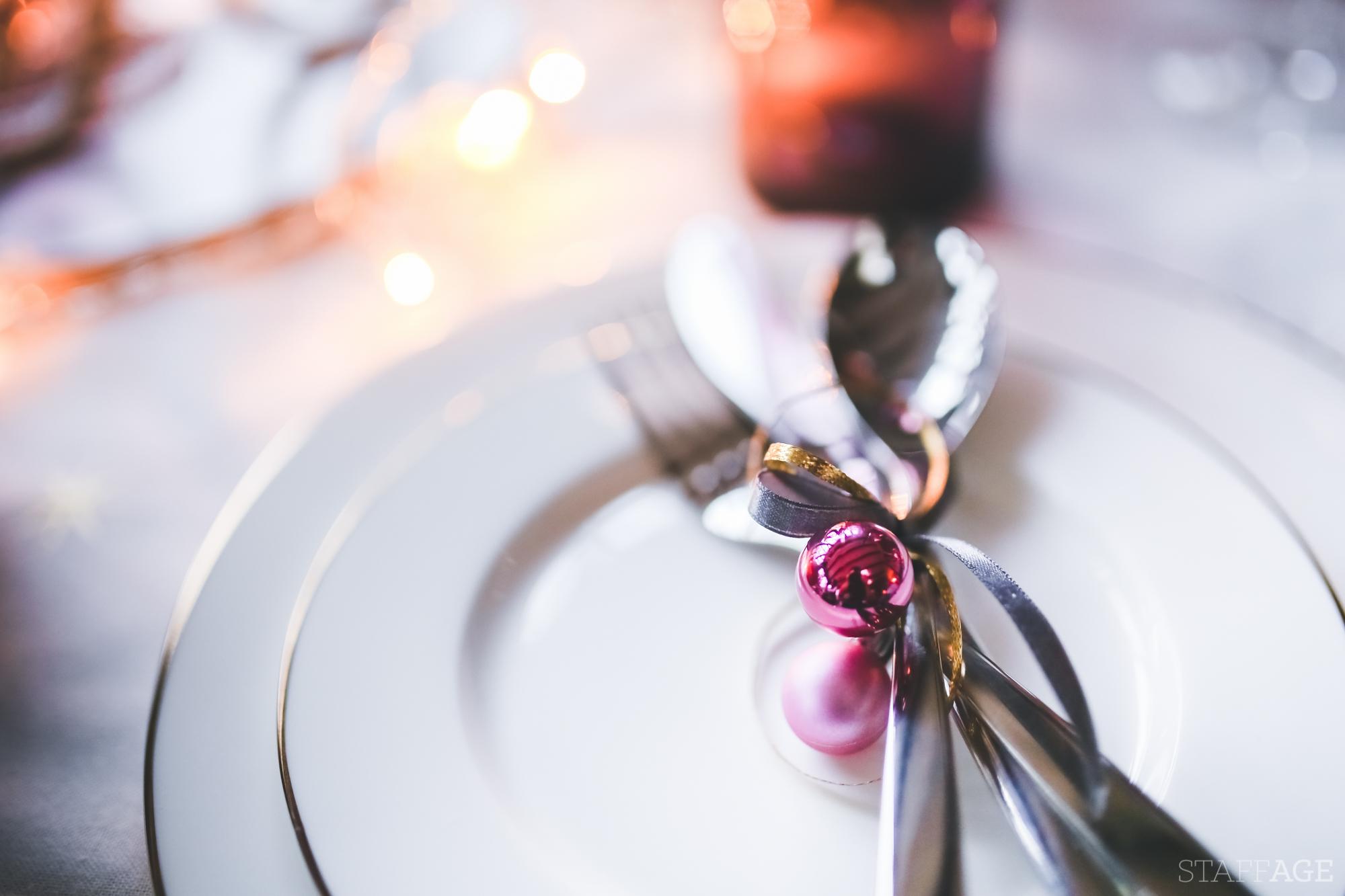 7 Staffagepl wigilijny stol pomysly na jadalnie swiateczne aranzacje chrstmas table settings ideas interior design winter flowers tableware