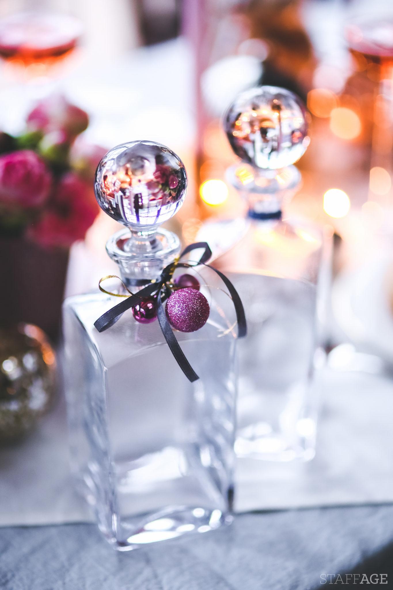 9 Staffagepl wigilijny stol pomysly na jadalnie swiateczne aranzacje chrstmas table settings ideas interior design winter flowers tableware