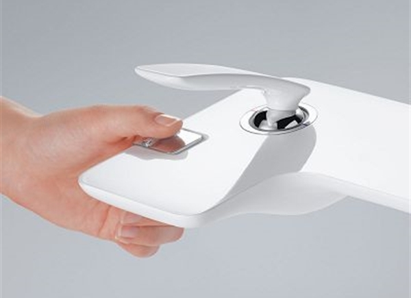 7a kludi balance biala armatura lazienka white faucet bathroom projektowanie wnetrz interior design minimalizm nowoczesne mieszkanie