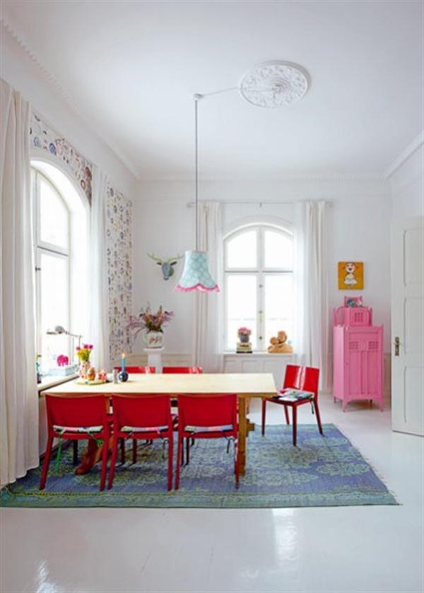 3 Charlotte Gueniau interior design home decorating residential colorful apartment kolory w mieszkaniu skandynawia mieszanie stylow w domu projektowanie wnetrz