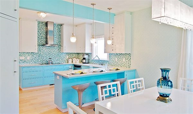14 turquoise home ideas interior design colorful walls projektowanie wnetrz kolory w mieszkaniu niebieksie sciany alfresco kitchen living room decoration