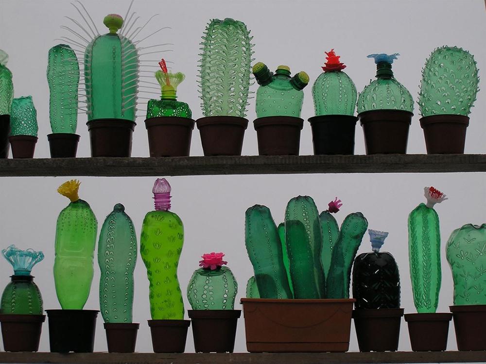 18 Veronika-Richterova-PET-Bottle-Sculptures-1 cactus inspired furniture design meble insirowane natura interior design home decor ideas pomysly do mieszkania rosliny