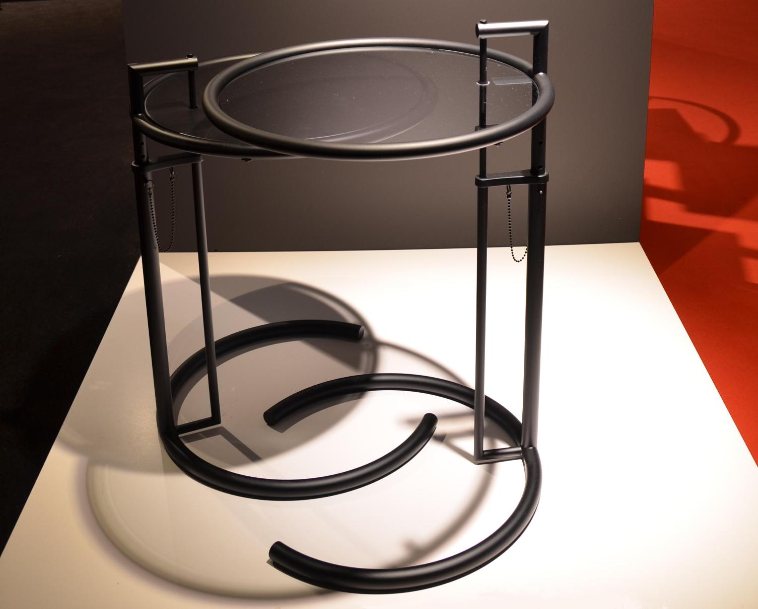 40 aram eileen gray e1027 side table back in black new edition isaloni salone del mobile 2015 milan targi meblowe w mediolanie interior furniture light fixtures design tendencies trends review
