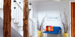 2 Bellport staircase american interior designcolorful apartment home decorating ideas kolorowe wnetrza amerykanscy projektanci forelements blog
