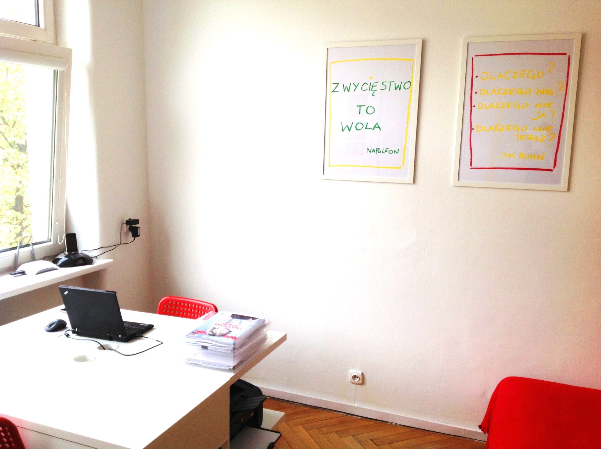 11 projekt wnetrza male kolorowe biuro interior design small colorful office google style forelementspl