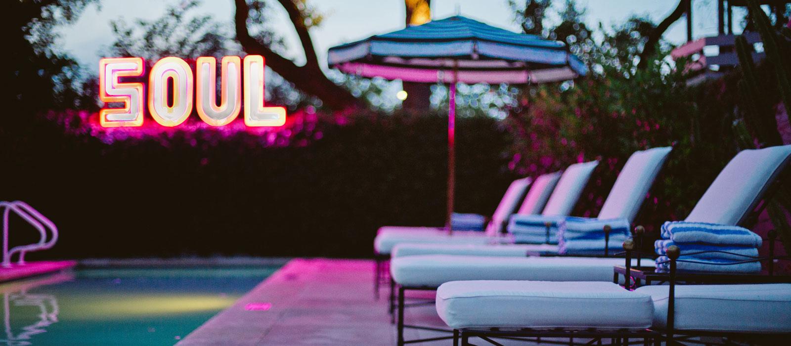 17 poolside bungalow suite Hotel Saint Cecilia Austin Texas interior design vintage apartment ciekawe wnetrza hotelowe styl amerykanski