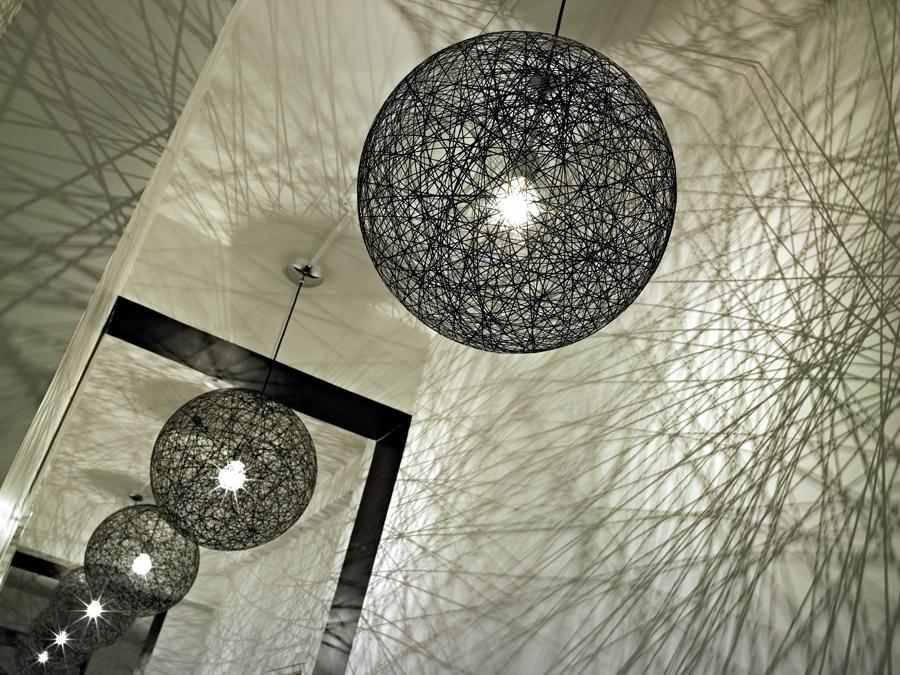 2 ghislaine vinas interior design modern apartment pop art style colorful home nowoczesne wnetrze kolory w pokoju