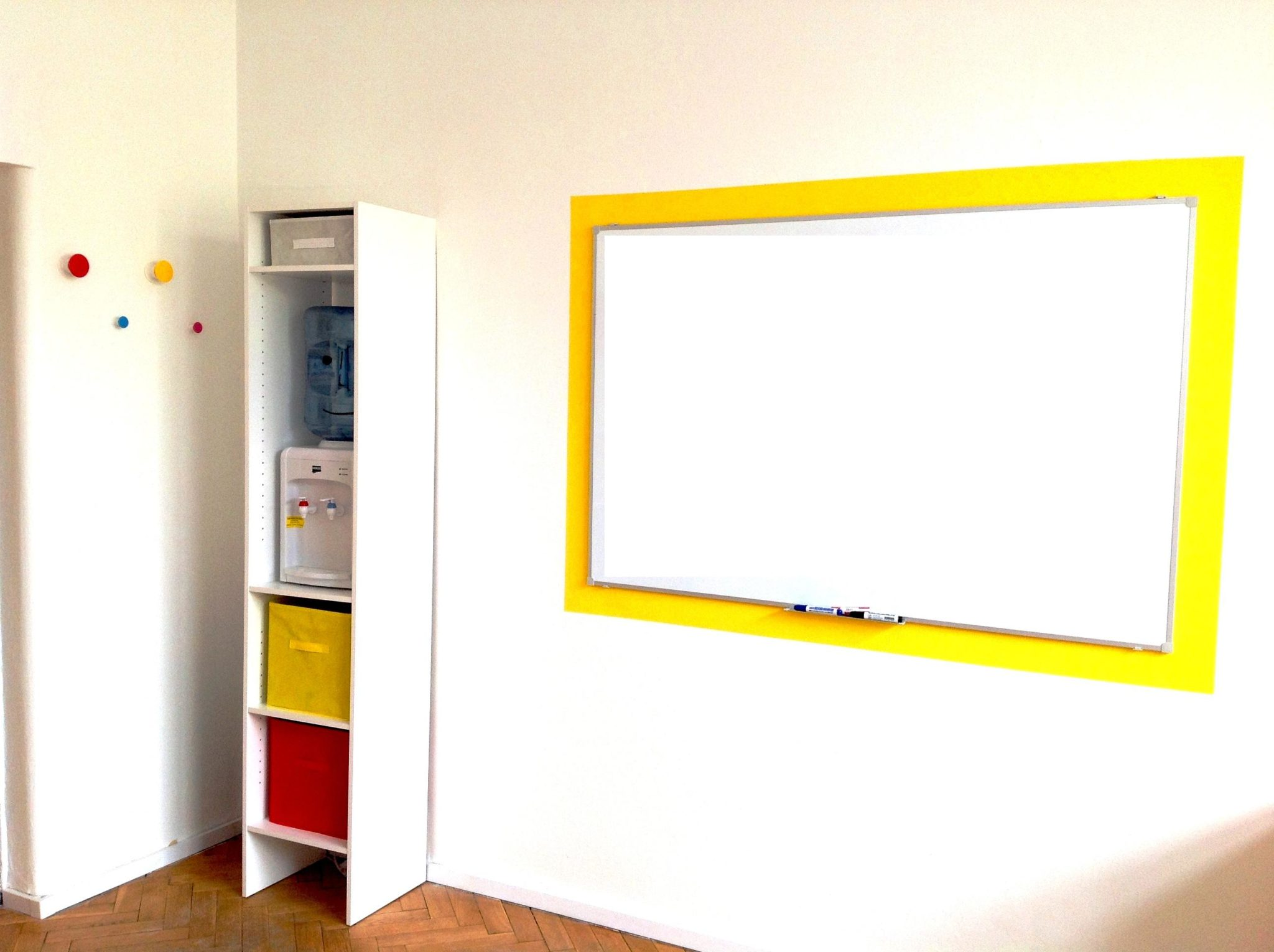 8 projekt wnetrza male kolorowe biuro interior design small colorful office google style forelementspl