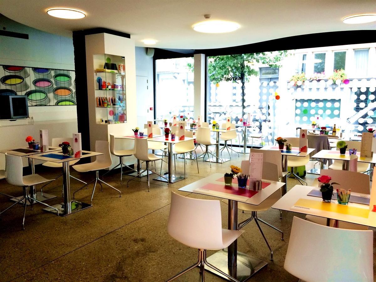 11 pantone hotel brussels design september colorful interior design modern apartment kolory we wnetrzach forelementsblog