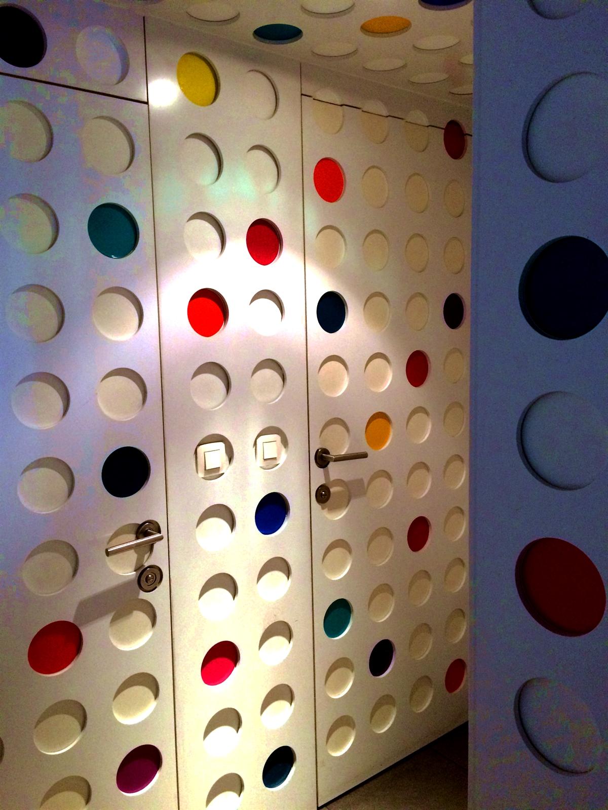 16 pantone hotel brussels design september colorful interior design modern apartment kolory we wnetrzach forelementsblog