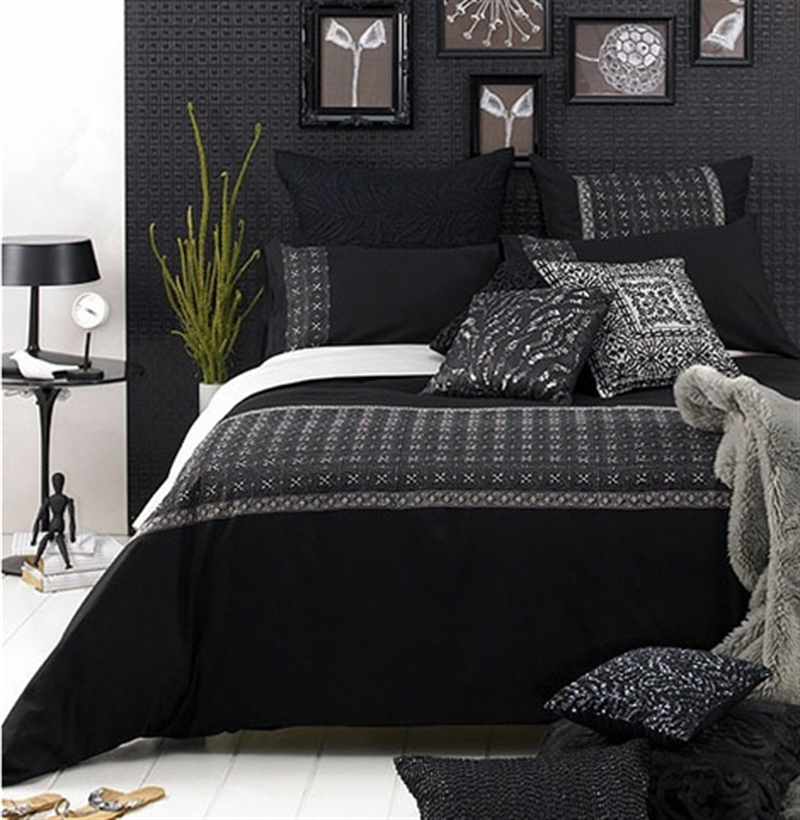 13_black_wall_painted_dark_interiors_glamour_style_interior_design_home_decorating_ideas_czarne_sciany_ciemne_wnetrza_projektowane_wnetrz_forelements_blog