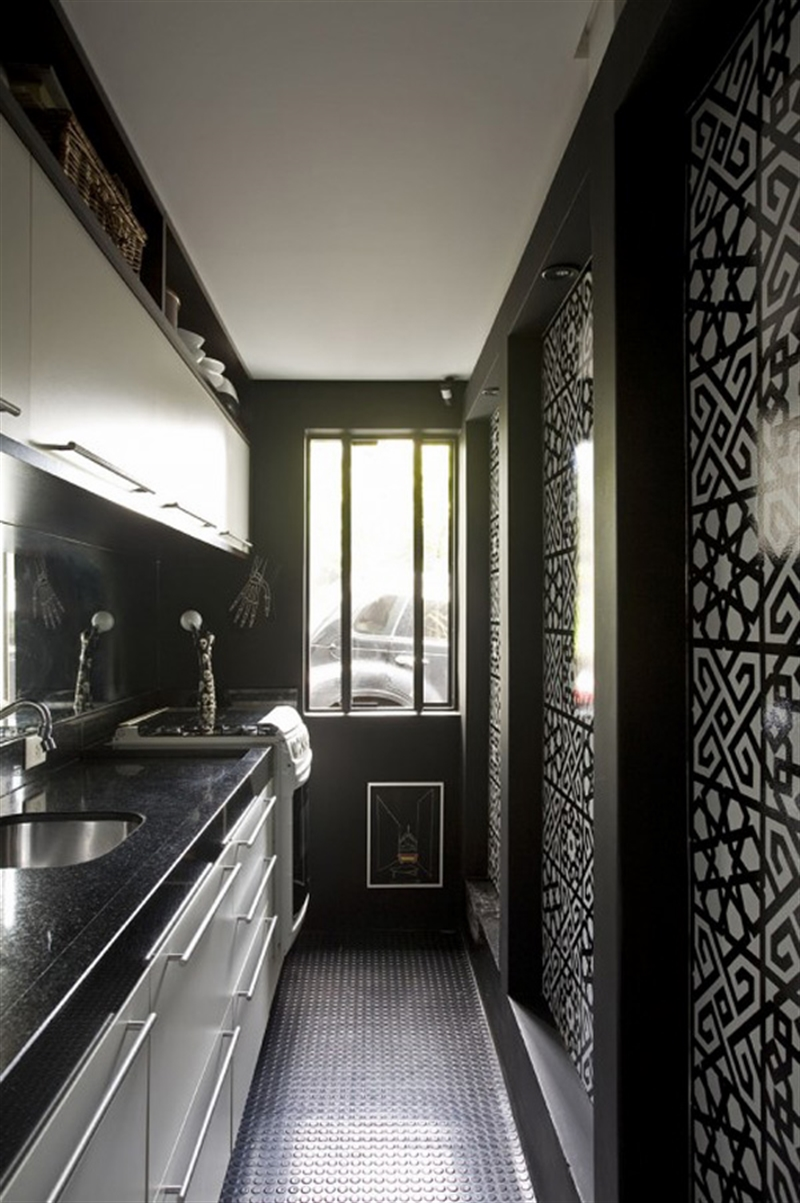18_kitchen_black_wall_paint_dark_interiors_glamour_style_interior_design_home_decorating_ideas_czarne_sciany_ciemne_wnetrza_projektowane_wnetrz_forelements_blog