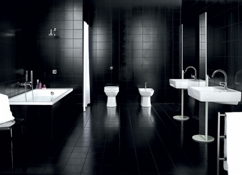 22_bathroom_black_wall_paint_dark_interiors_glamour_style_interior_design_home_decorating_ideas_czarne_sciany_ciemne_wnetrza_projektowane_wnetrz_forelements_blog