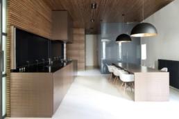 9_black_wall_paint_dark_interiors_glamour_style_interior_design_home_decorating_ideas_czarne_sciany_ciemne_wnetrza_projektowane_wnetrz_forelements_blog