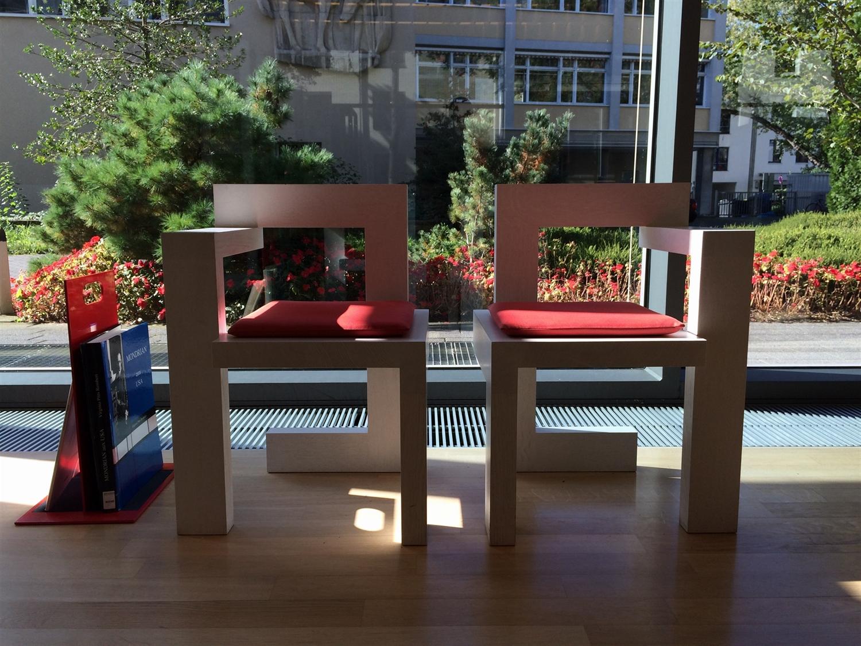 12 Gerrit_Rietveld_Steltman_Chair_1963_arithmeum_bonn_design_art_exhibition_minimalist_interior_style_vintage_furniture_sztuka_we_wnetrzach_ikony_designu_slawni_projektanci_forelements_blog