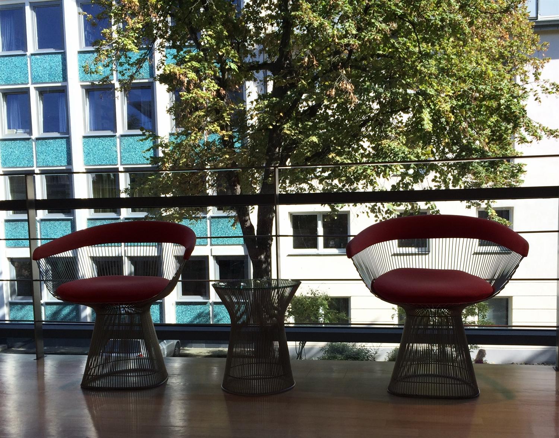 18 Platner Side Chair 1966 arithmeum_bonn_design_art_exhibition_minimalist_interior_style_vintage_furniture_sztuka_we_wnetrzach_ikony_designu_slawni_projektanci_forelements_blog