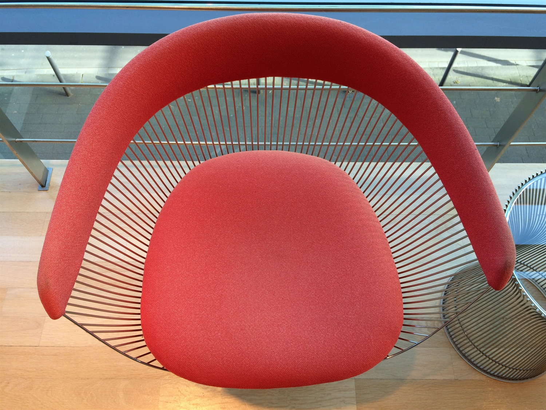 19 Platner Side Chair 1966 arithmeum_bonn_design_art_exhibition_minimalist_interior_style_vintage_furniture_sztuka_we_wnetrzach_ikony_designu_slawni_projektanci_forelements_blog