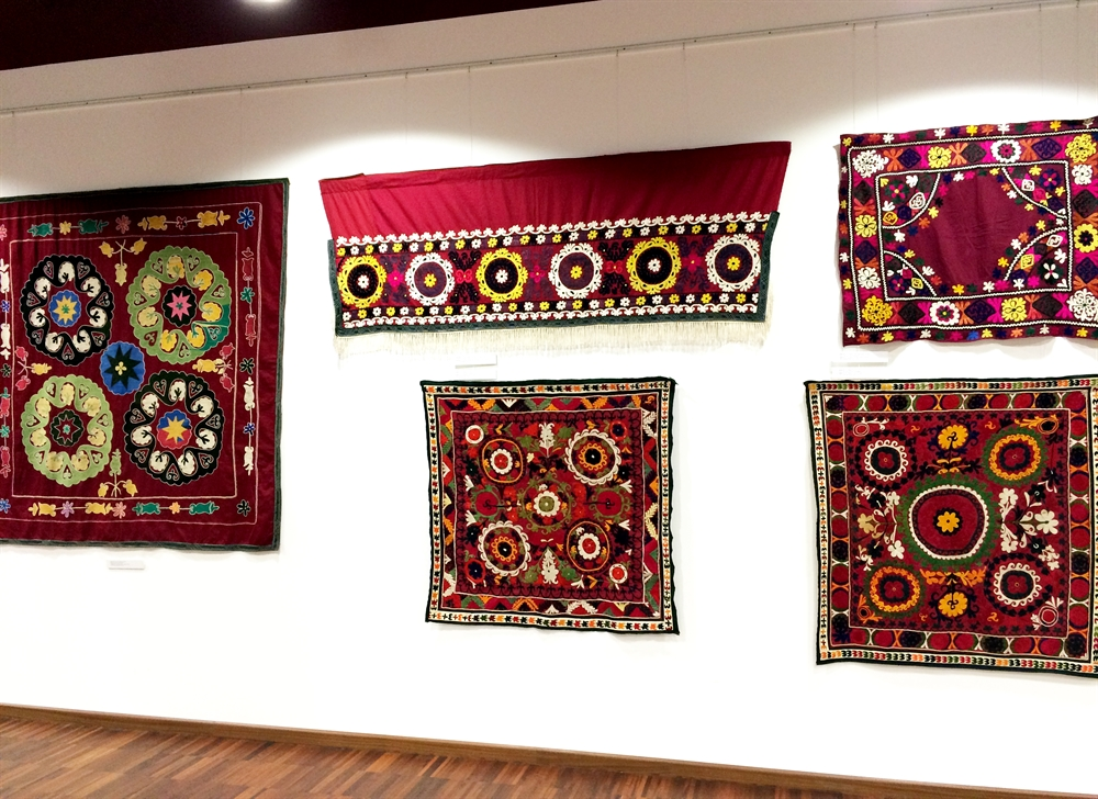 20 suzani_embroidered_textiles_ethnic_style_boho_gypsy_interior_design_home_decor_asia_inspirations_styl_etniczny_kolorowe_wnetrze_forelements_blog
