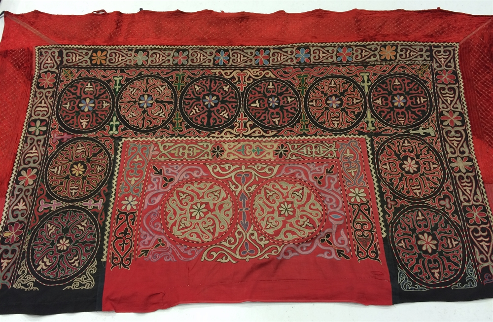24 suzani_embroidered_textiles_ethnic_style_boho_gypsy_interior_design_home_decor_asia_inspirations_styl_etniczny_kolorowe_wnetrze_forelements_blog
