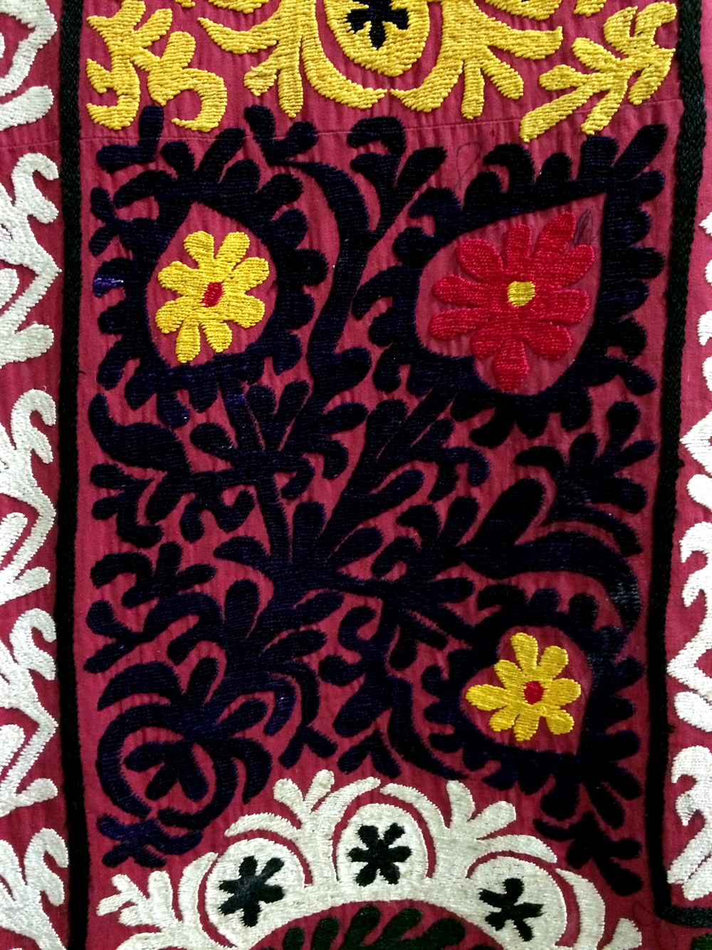 29 suzani_embroidered_textile_ethnic_style_boho_gypsy_interior_design_home_decor_asia_inspirations_styl_etniczny_kolorowe_wnetrze_forelements_blog