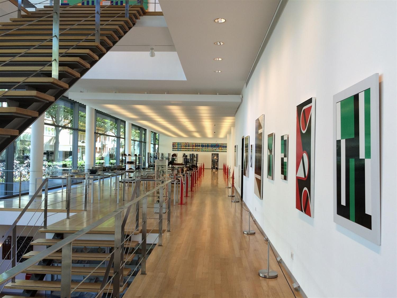 9 arithmeum_bonn_design_art_exhibition_minimalist_interior_style_vintage_furniture_sztuka_we_wnetrzach_ikony_designu_slawni_projektanci_forelements_blog