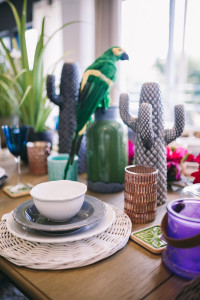 3 summer_decor_ideas_table_setting_exotic_style_floral_pattern_Interior_design_stol_pomysly_na_lato_forelements_blog
