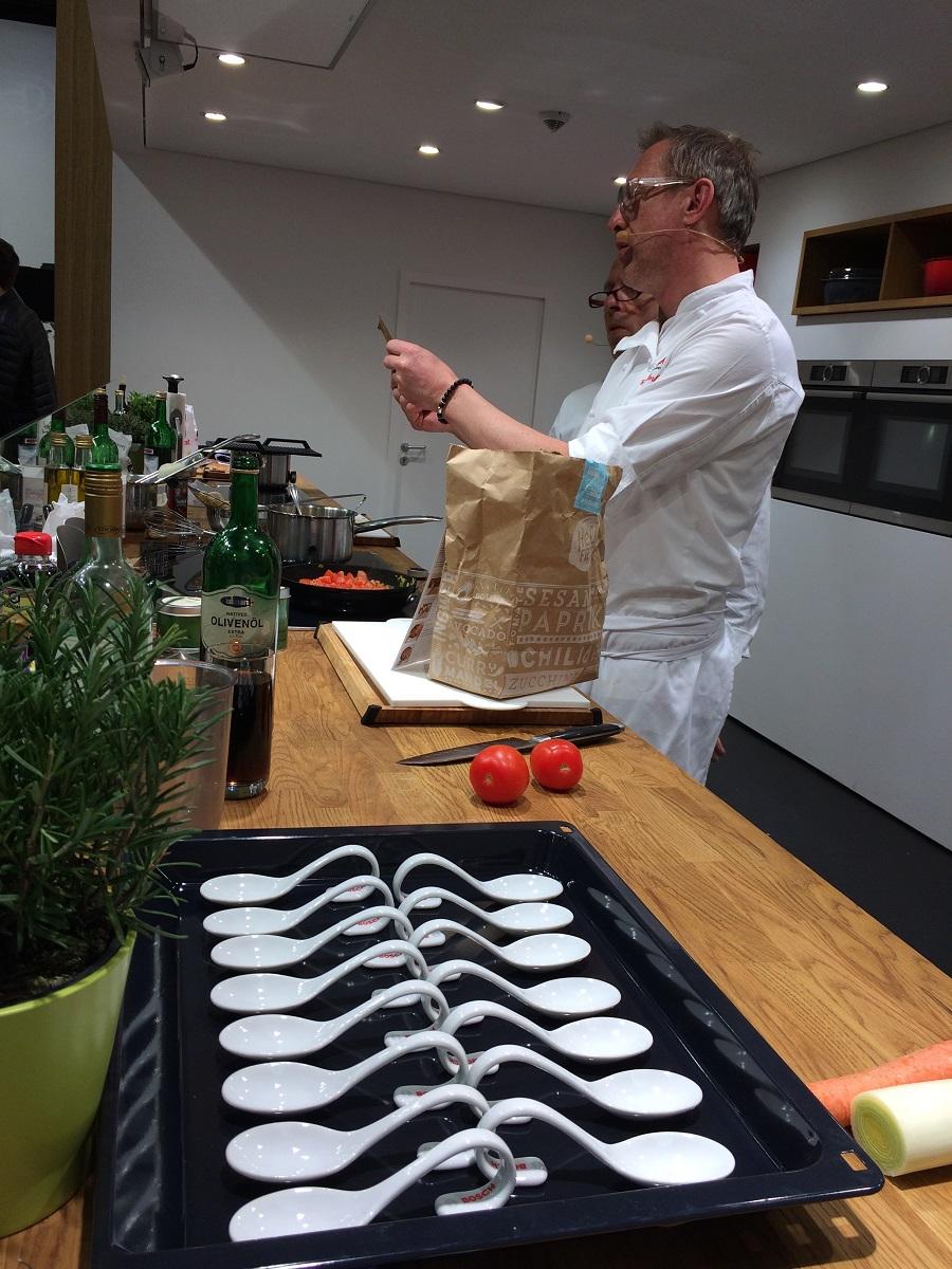 41 zdrowa_kuchnia_HANSGROHE_ living_kitchen_trends_show_modern_home_interior_design_nowoczesna_kuchnia_trendy_w_kuchni_targi_w_kolonii_forelements_blog