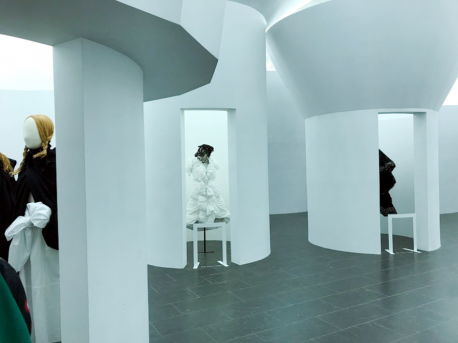 75a rei kawakubo comme des garcons art of the in between the met forelements blog