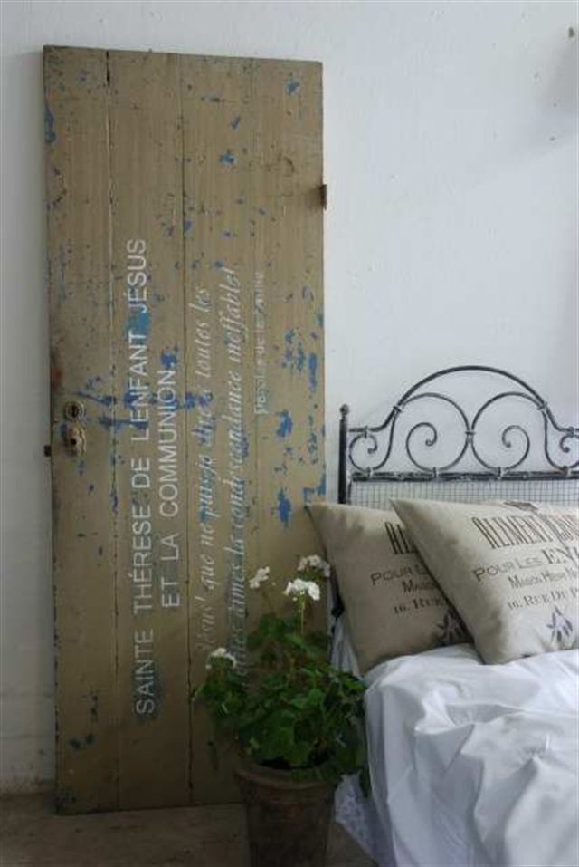 12_recovered_and_repurposed_old_doors_ideas_salvaged_and_recycled_interior_design_upcycling_in_home_pomysly_na_stare_drzwi_recykling_w_domu_pomysly_na_starocie_wnetrza_shabby_chi