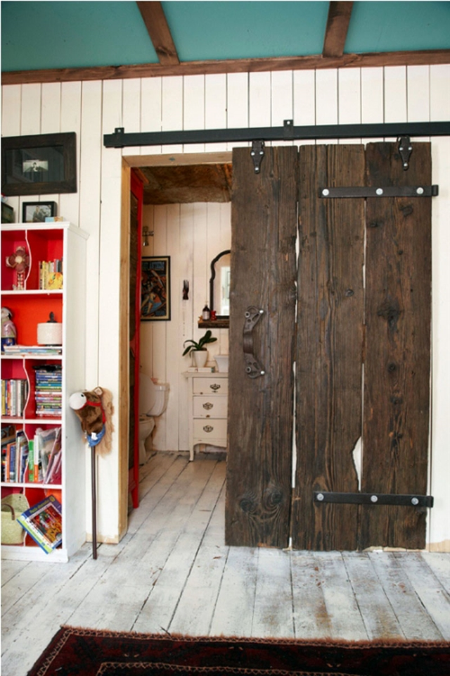 16_recovered_and_repurposed_old_doors_ideas_salvaged_and_recycled_interior_design_upcycling_in_home_pomysly_na_stare_drzwi_recykling_w_domu_pomysly_na_starocie_wnetrza_shabby_chi