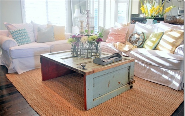 21_recovered_and_repurposed_old_doors_ideas_salvaged_and_recycled_interior_design_upcycling_in_home_pomysly_na_stare_drzwi_recykling_w_domu_pomysly_na_starocie_wnetrza_shabby_chi