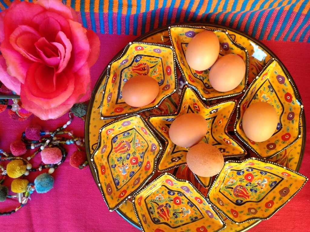 10 dekoracje wielkanocne pisanki swiateczny stol etno easter decorating easter eggs holiday table setting mexican easter ethnic boho folk styling