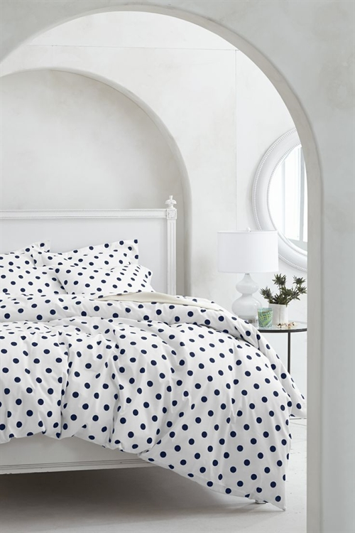 21 black and white polka dots home decoration interior design spotted ideas kropki we wnetrzu bialo czarne groszki w domu sypialnia w kropki spotted bedroom