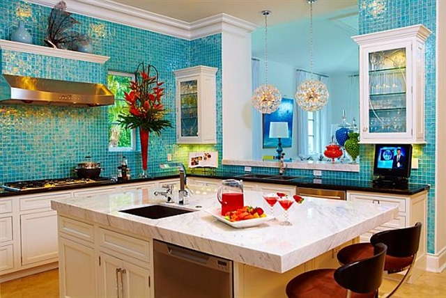 13 turquoise home ideas interior design colorful walls projektowanie wnetrz kolory w mieszkaniu niebieksie sciany alfresco kitchen living room decoration