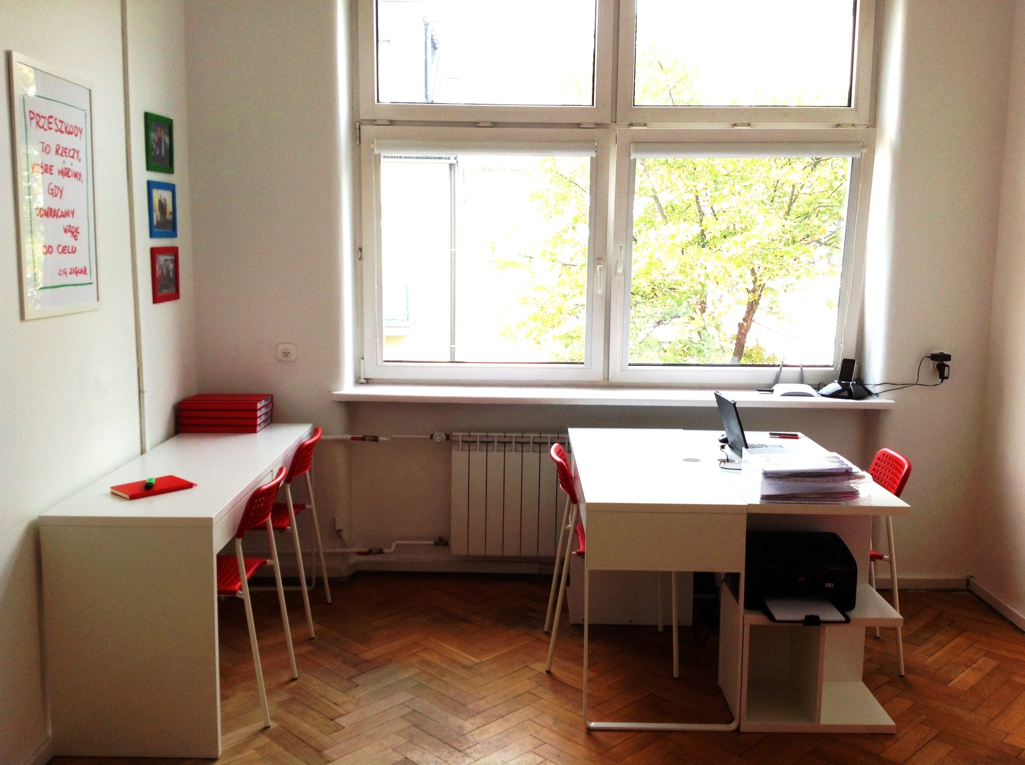 10 projekt wnetrza male kolorowe biuro interior design small colorful office google style forelementspl