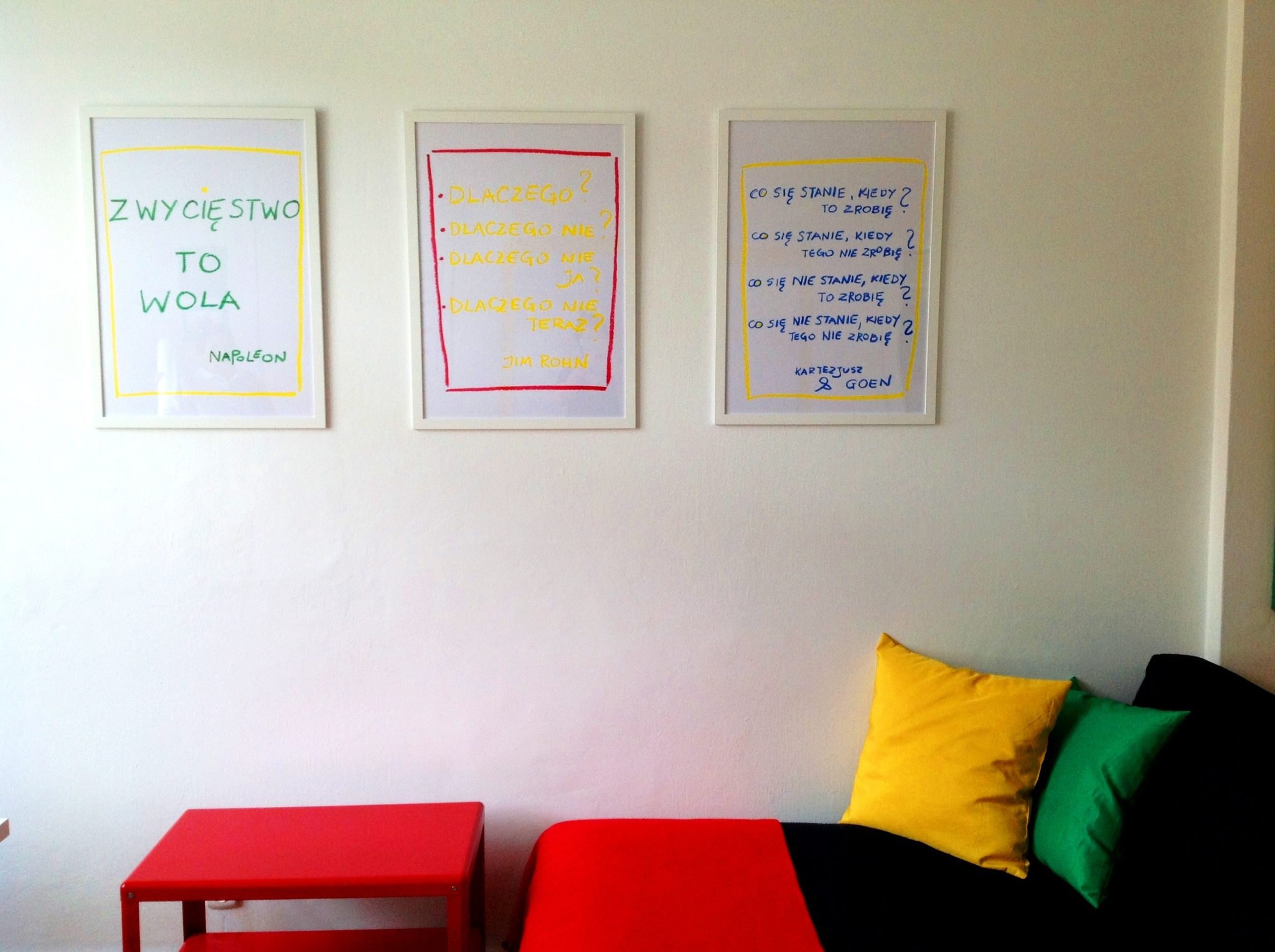 13 projekt wnetrza male kolorowe biuro interior design small colorful office google style forelementspl