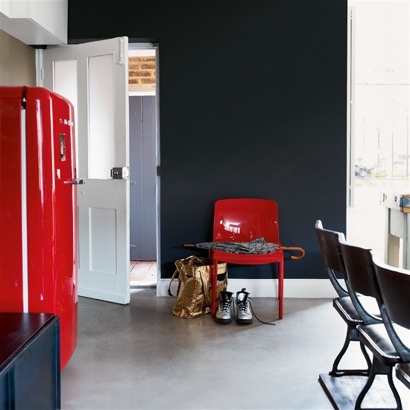 21_kitchen_black_wall_paint_dark_interiors_glamour_style_interior_design_home_decorating_ideas_czarne_sciany_ciemne_wnetrza_projektowane_wnetrz_forelements_blog
