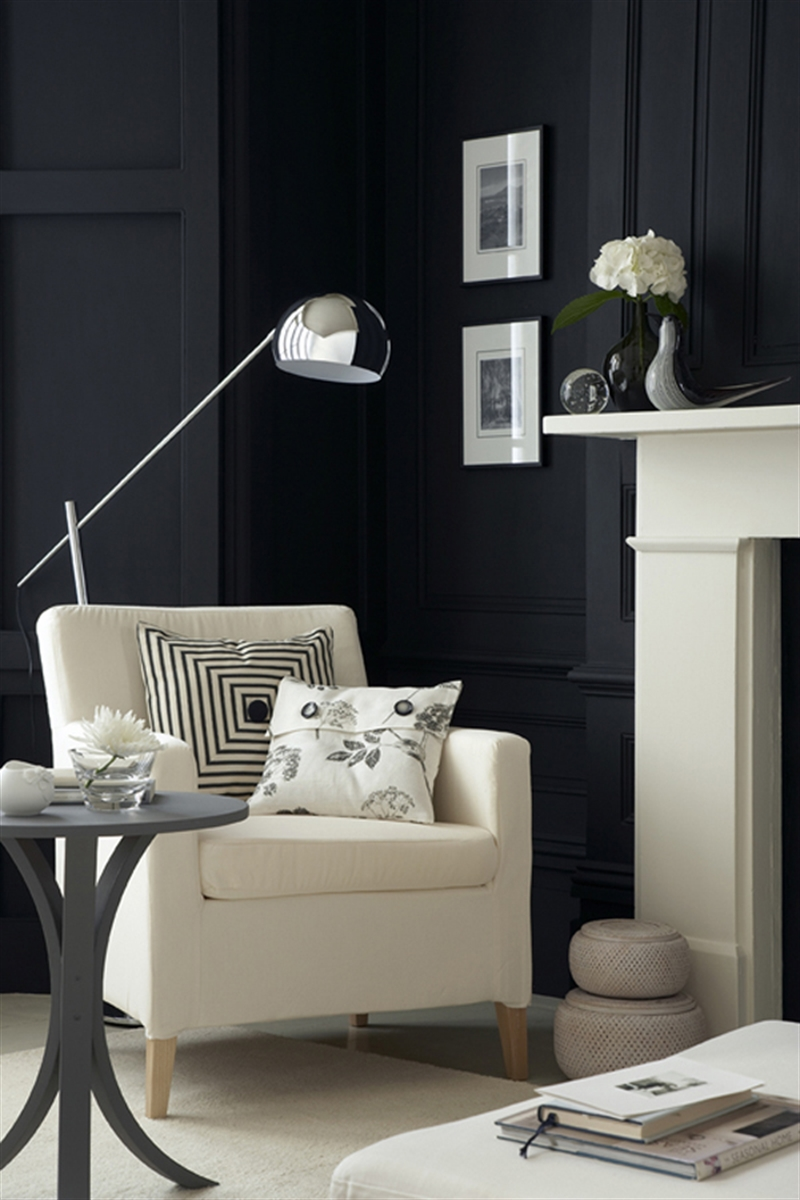 2_black_wall_paint_dark_interiors_glamour_style_interior_design_home_decorating_ideas_czarne_sciany_ciemne_wnetrza_projektowane_wnetrz_forelements_blog