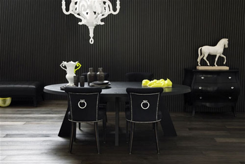 9_black_wall_paint_dark_interiors_glamour_style_interior_design_home_decorating_ideas_czarne_sciany_ciemne_wnetrza_projektowane_wnetrz_forelements_blog