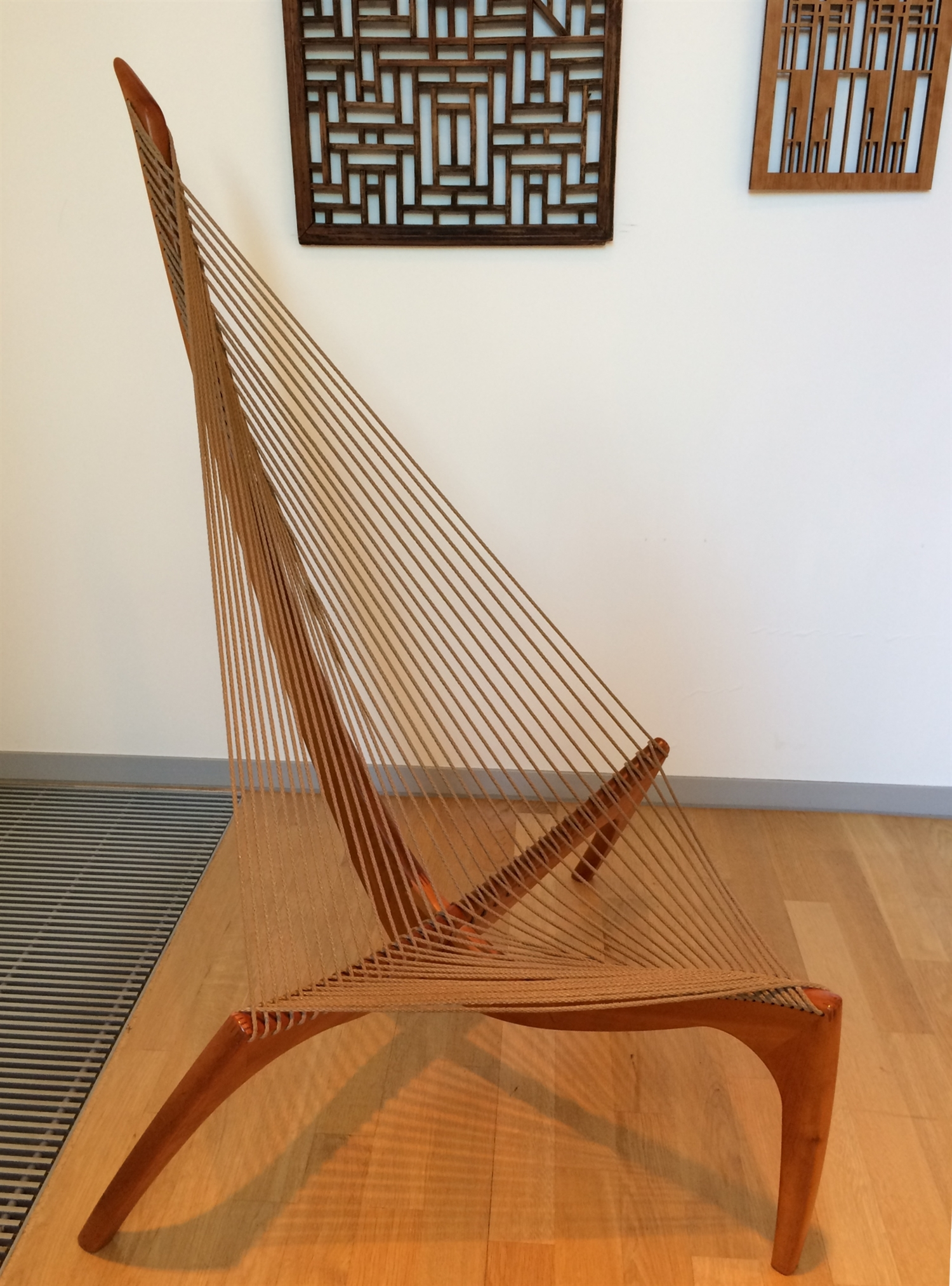7 Harp or String chair Jorgen Hovelskov 1958 arithmeum_bonn_design_art_exhibition_minimalist_interior_style_vintage_furniture_ikony_designu_forelements_blog